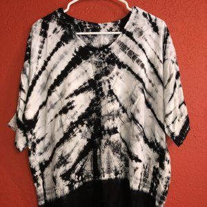 Black and White Tie-Dye Women's Large Top